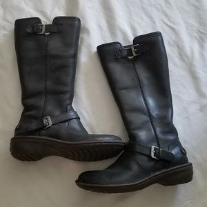 Ugg leather fur winter boots.